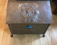 F859 ARTS & CRAFTS COPPER COAL BOX WITH INSET RUSKIN ROUNDEL