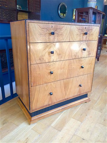 F1002 ART DECO FIGURED WALNUT CHEST OF DRAWERS