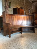 F1005 ARTS & CRAFTS CURVED SETTLE IN THE STYLE OF EDWIN LUTYENS