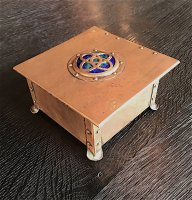OI1108 ARTS & CRAFTS COPPER BOX WITH ENAMEL INSET