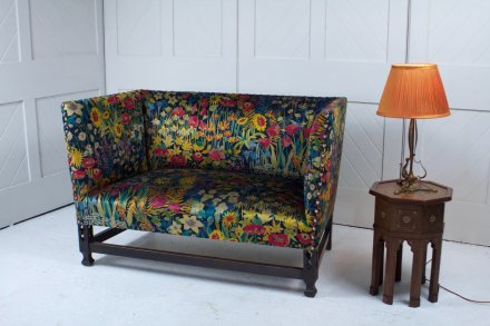 F1076 ARTS & CRAFTS SETTEE